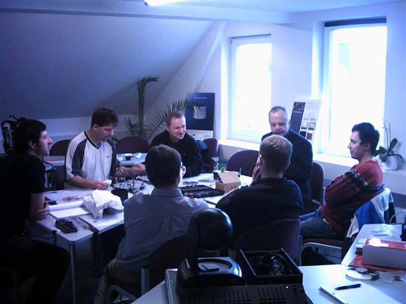 https://tal-chemnitz.de/cardboard.datastore/TAL-articles/2003-01-20-Workshop-Martin-MAC-600/PHTO0005.JPG