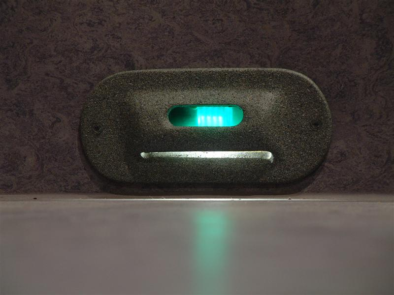http://tal-chemnitz.de/cardboard.datastore/TAL-articles/2005-10-11-LED-Notlicht/DSCF3590.JPG