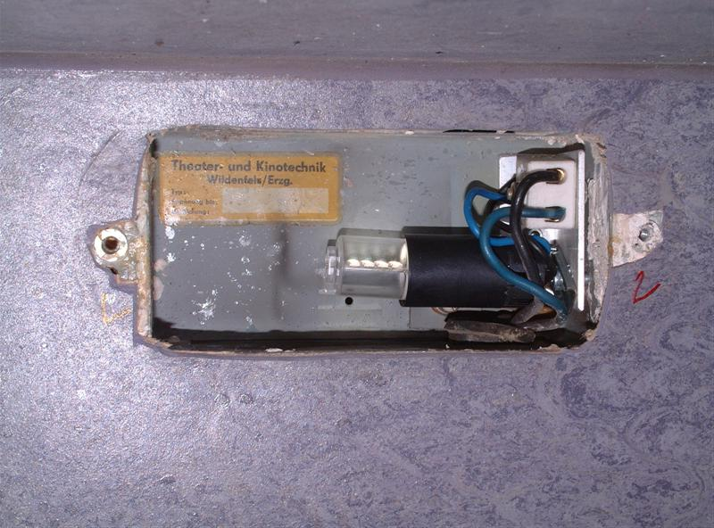 http://tal-chemnitz.de/cardboard.datastore/TAL-articles/2005-10-11-LED-Notlicht/DSCF3598.JPG