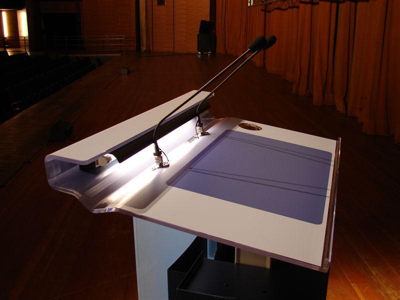 http://tal-chemnitz.de/cardboard.datastore/TAL-articles/2006-03-20-Rednerpult/schraeg_oben.jpg