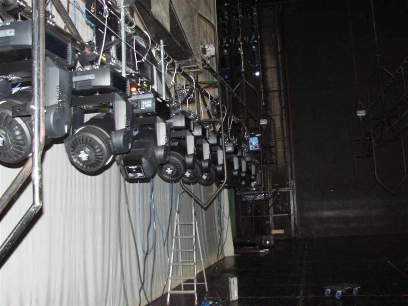 http://tal-chemnitz.de/cardboard.datastore/TAL-articles/2007-01-04-Semperoper-stellt-Oberlicht-auf-Moving-Lights-um/DSC00377.JPG